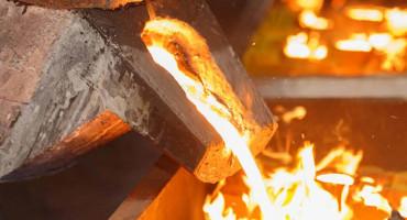 Gold: Ein weiches, gelbes, korrosionsbeständiges, seltenes Element, der Standard für Geldsysteme.